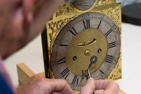 "The ""English"" style hour hand is fitted."
