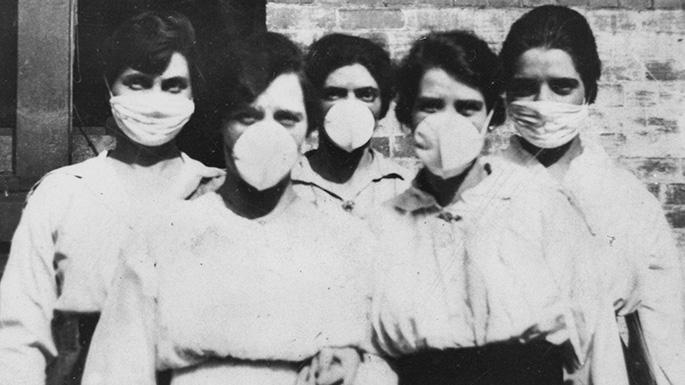 Women wearing surgical masks during influenza epidemic, Brisbane 1919