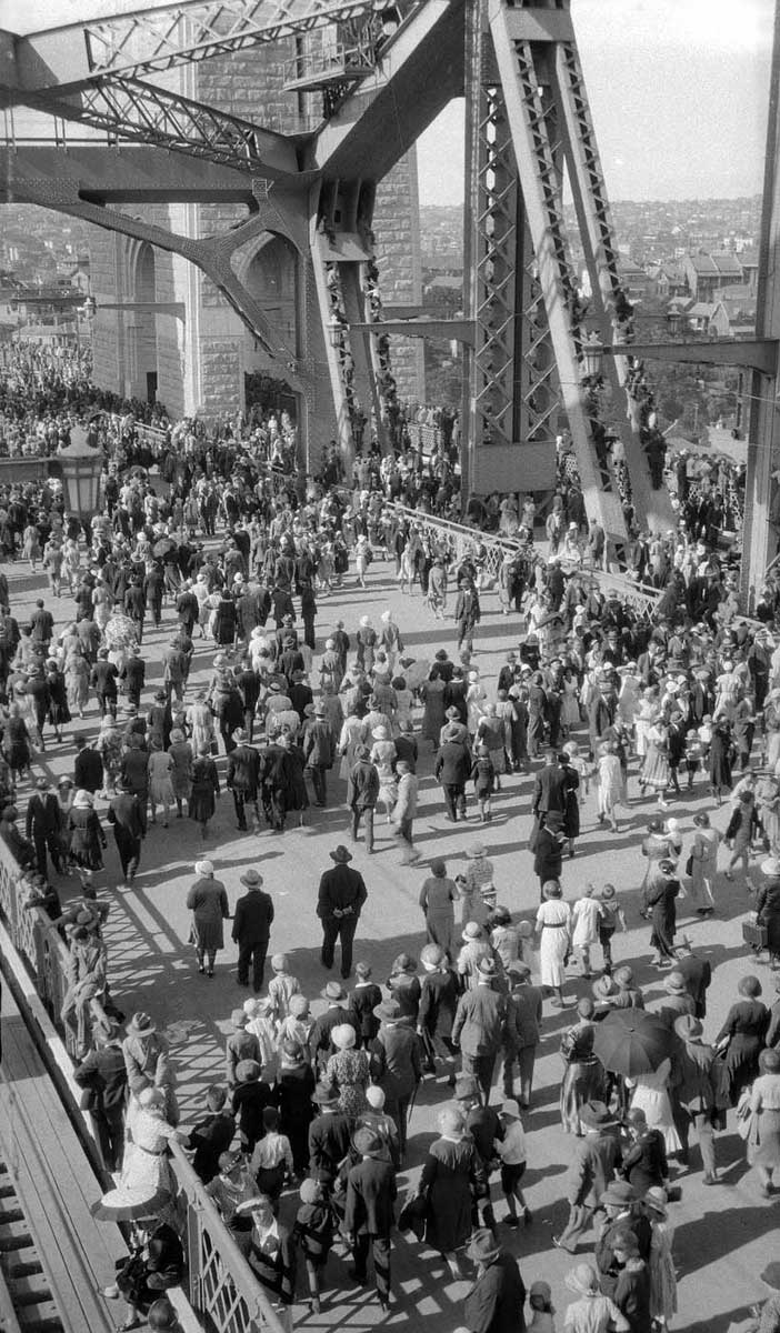 High shot showing hundreds of people crossing the road deck. - click to view larger image