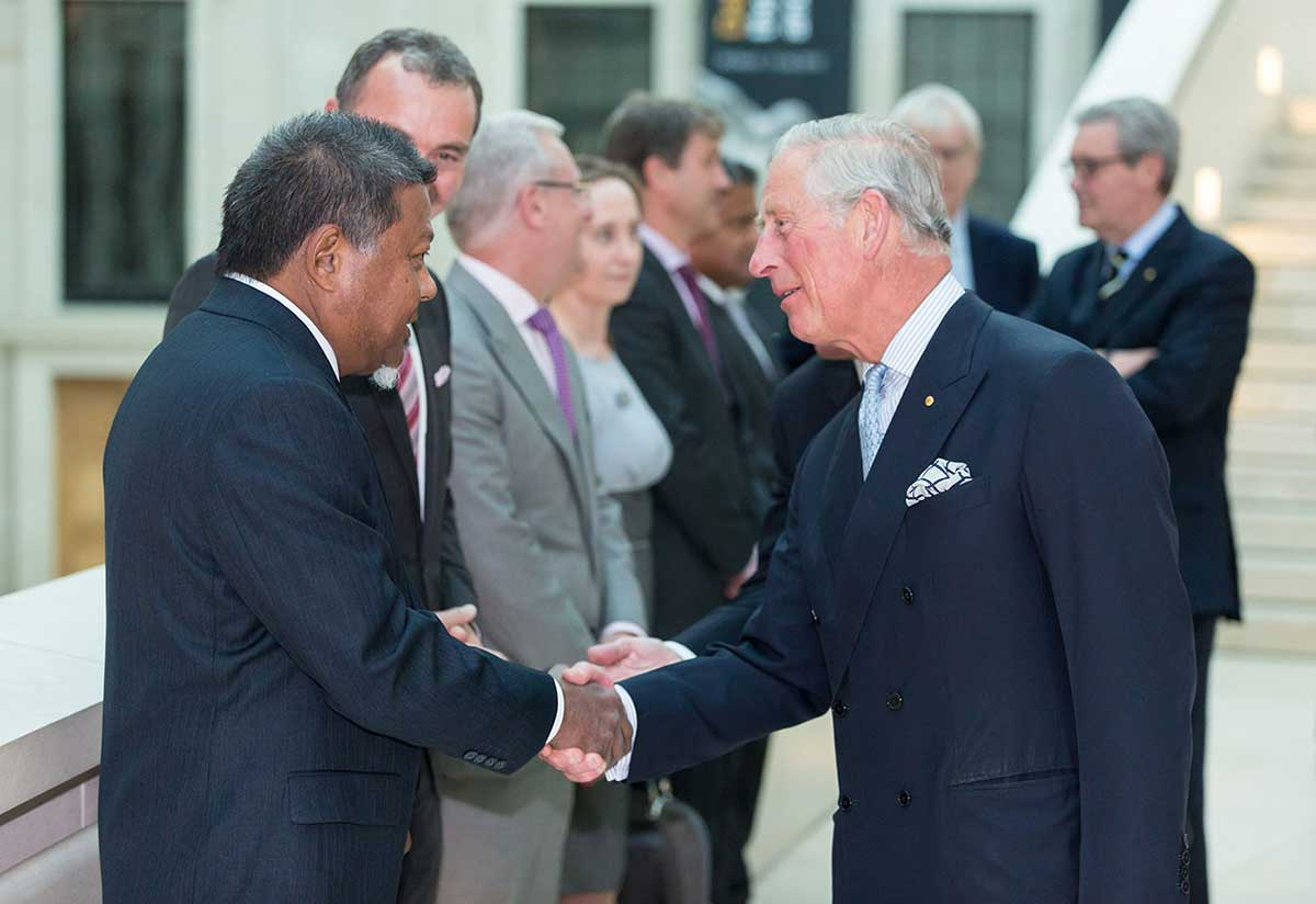 Peter Yu shaking hands with HRH The Prince of Wales. - click to view larger image