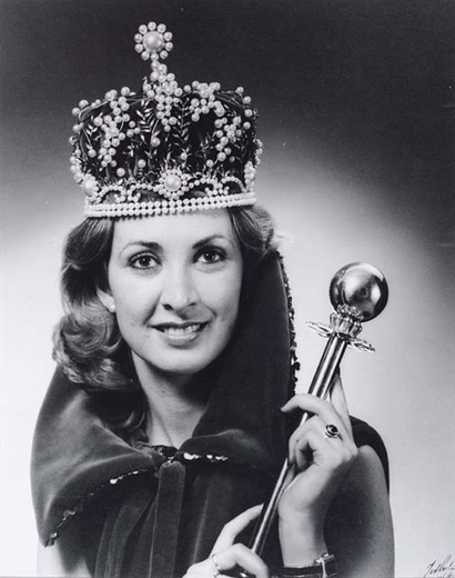 Miss Australia 1980, Eleanor Morton holding the sceptre, wearing the crown and a long velvet cape - click to view larger image