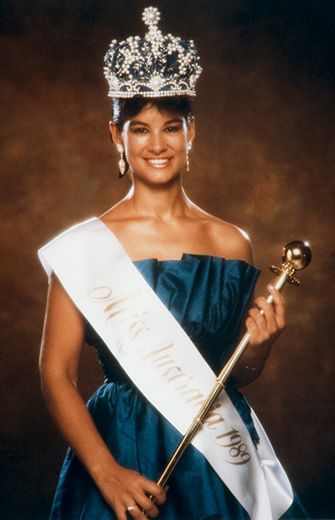 Miss Australia 1989, Lea Dickson holding the sceptre and wearing the Miss Australia crown and sash - click to view larger image