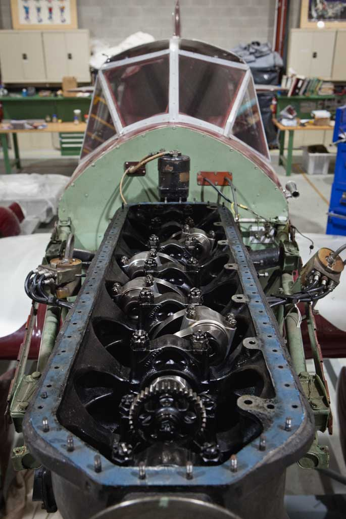 Showing the straight inline mounting of the cylinders designed by de Havilland to reduce vibrations and improve the performance of the engine. - click to view larger image
