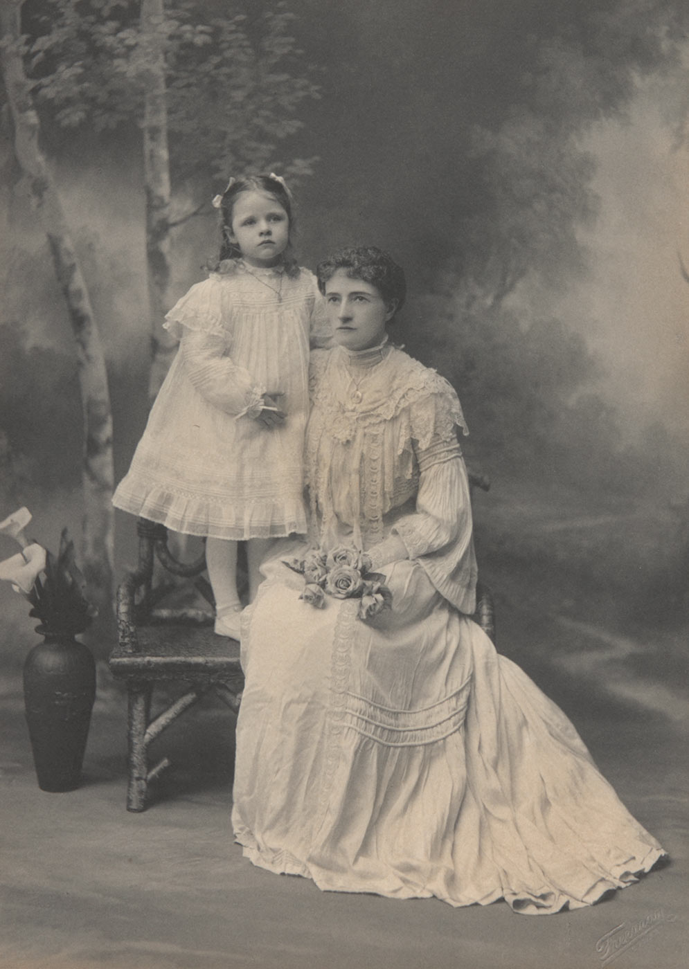 Mrs Lilian Anderson seated with daughter Clarice standing, about 1904.  - click to view larger image