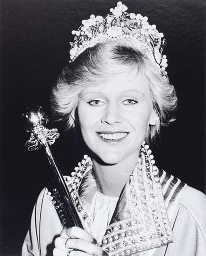 Miss Australia 1981, Leanne Dick holding the sceptre, wearing the crown, and a cape with a beaded collar - click to view larger image