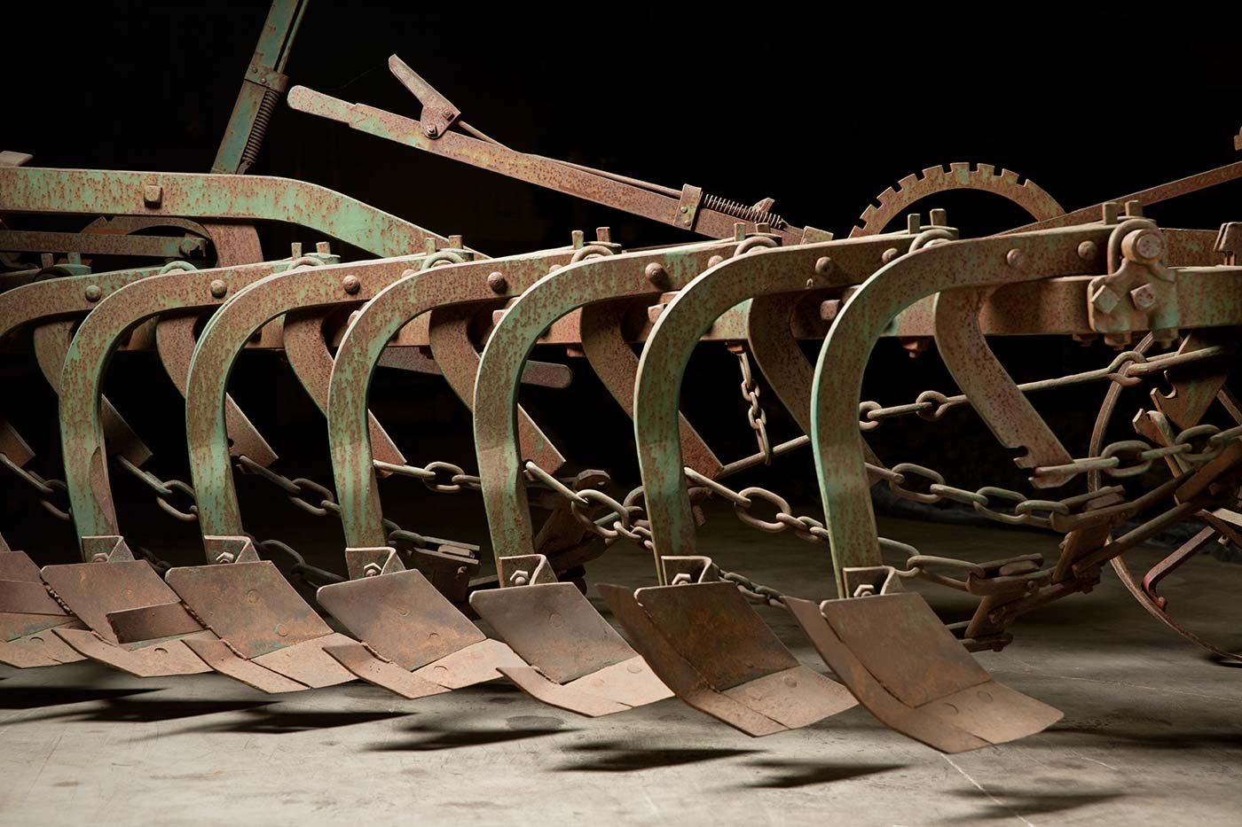 A view of the stump-jump mechanisms and a lever. - click to view larger image