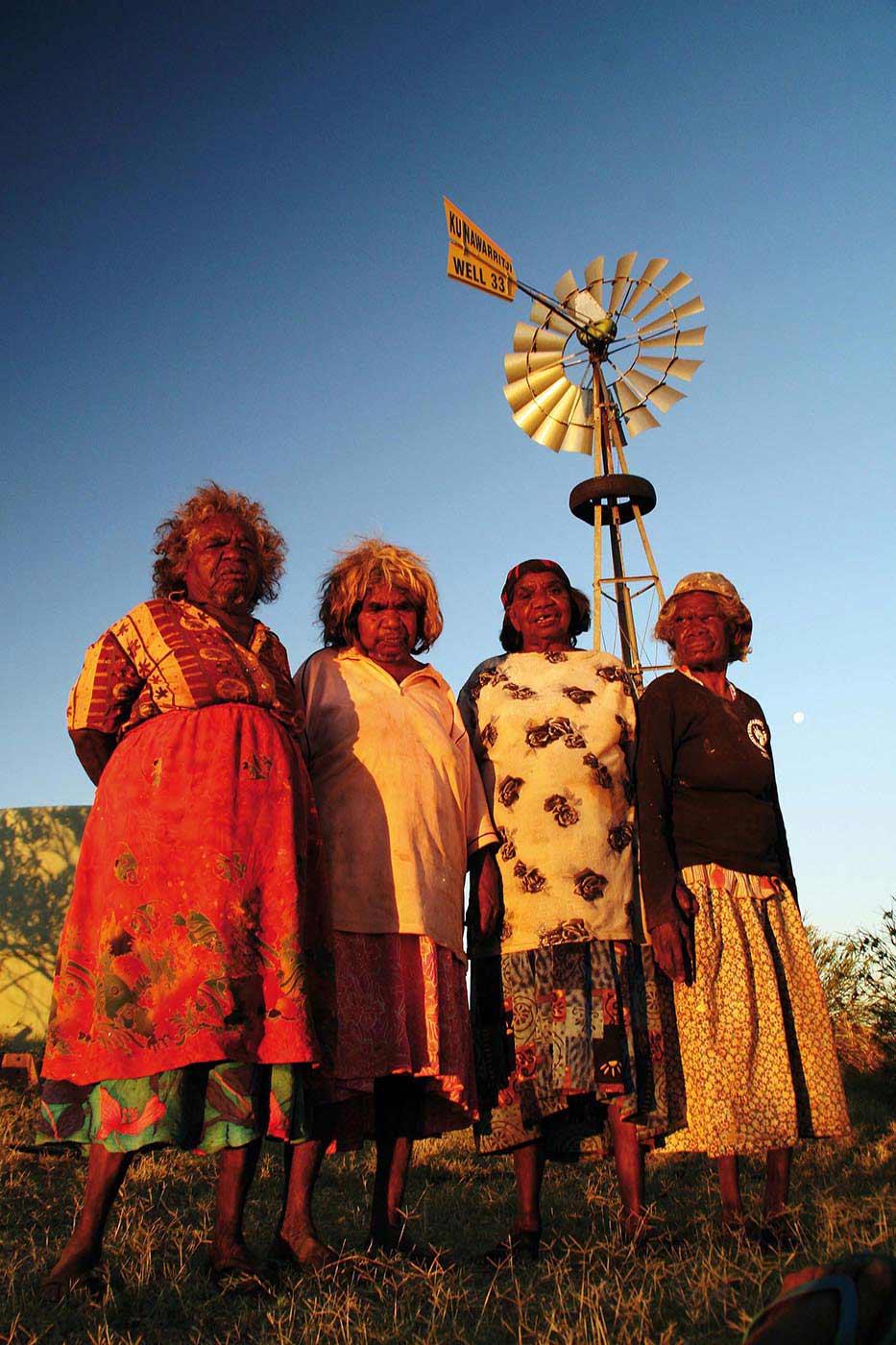 Nora Wompi, Bugai Whylouter, Kumpaya Girgaba and Nora Nangapa at Kunkun near Well 33.