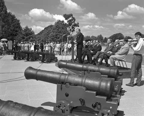 Prime Minister John Gorton presents recovered Endeavour cannons to the governments of Britain, New Zealand, New South Wales, Queensland and the Commonwealth of Australia, and to the Philadelphia Academy of Natural Sciences