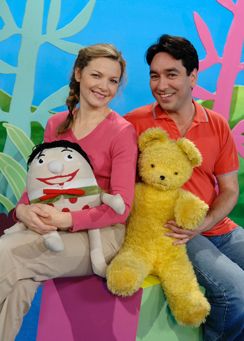 Justine Clarke and Alex Papps - click to view larger image