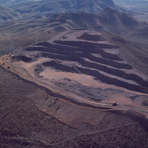 1960: Australian Government lifts restrictions on export of iron ore