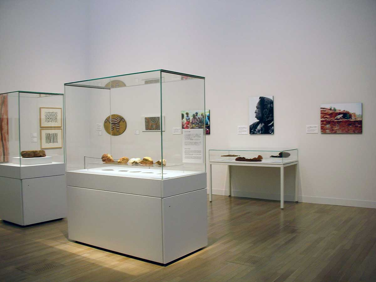 Exhibition room with cabinets displaying objects.