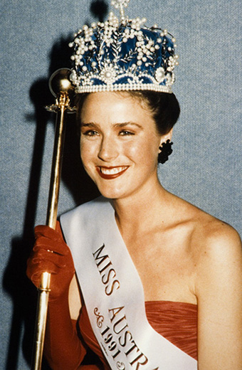 Miss Australia 1991, Helena Wayth holding the sceptre and wearing the Miss Australia crown and sash - click to view larger image