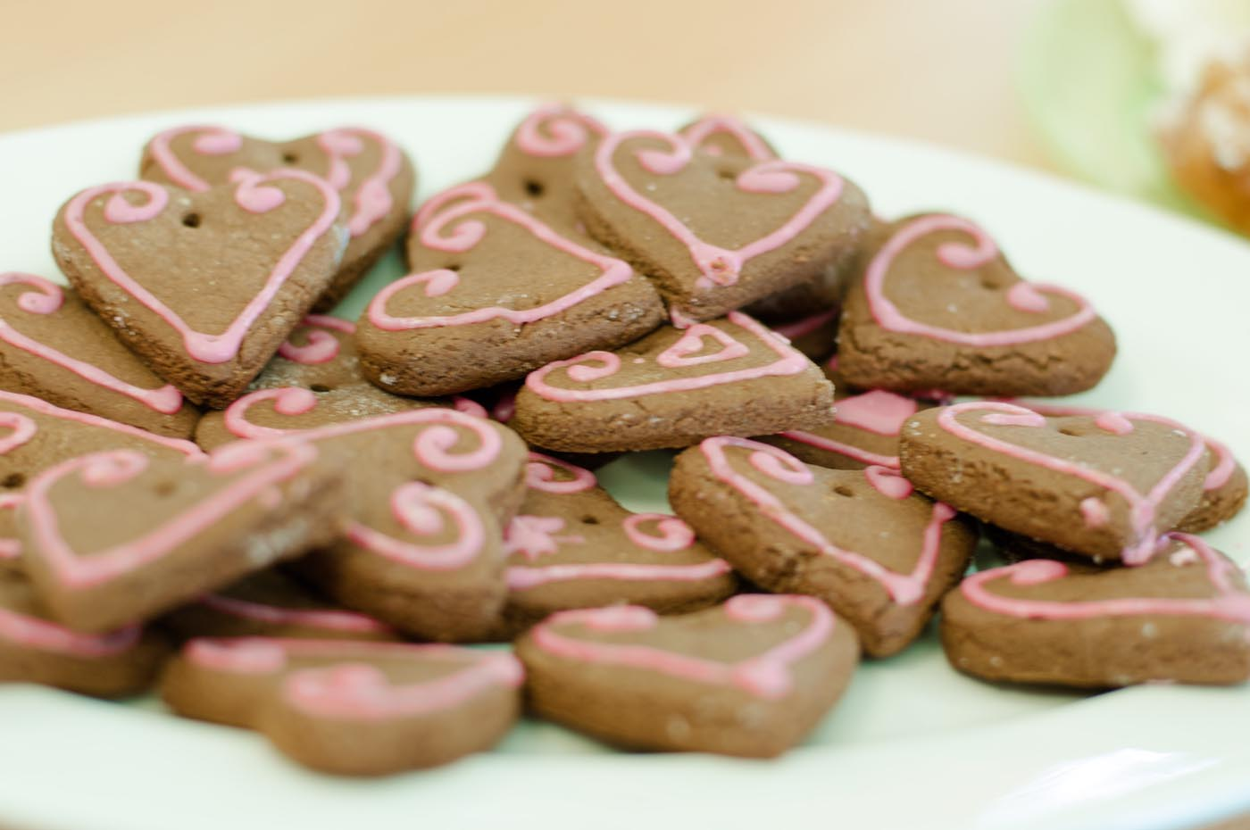 Photo showing close-up of German gingerbread hearts, Lebkuchen - click to view larger image
