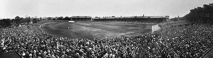 Third Test, January 1933, Adelaide Oval. State Library of South Australia, B8660.