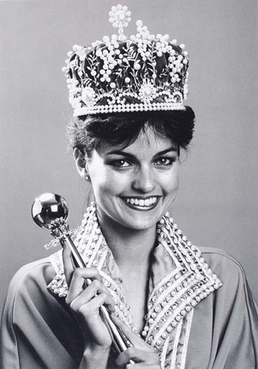 Miss Australia 1983, Lisa Cornelius holding the sceptre, wearing the crown, and a cape with a beaded collar - click to view larger image