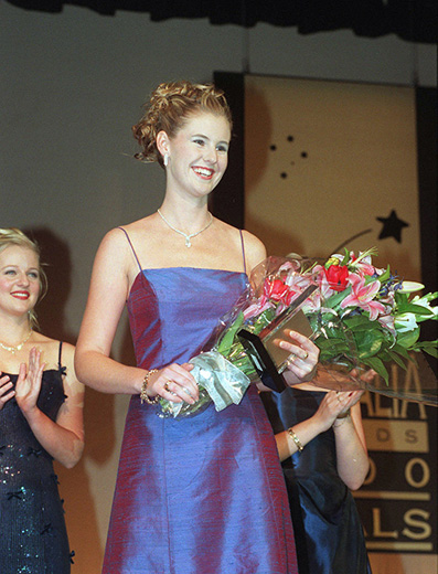 Miss Australia 2000, Sheree Primmer with a bouquet of flowers and the Miss Australia award - click to view larger image