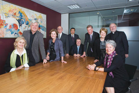 National Museum Council members Andrea Hull, John Morse, Marian Gibney, John Hirst, Benjamin Chow, Craddock Morton, Daniel Gilbert, Sally Anne Hasluck, John Fleming and Barbara Piscitelli, gather round a rectangular-shaped table.