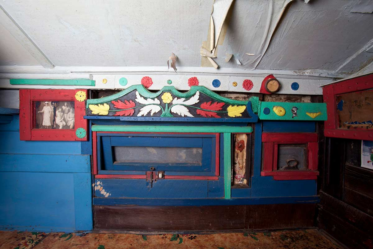 A colour photograph of a decorated hatch in the Saw Doctor's wagon. - click to view larger image