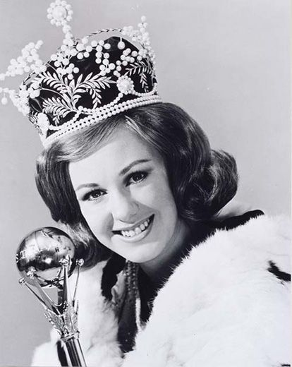 Miss Australia 1966, Sue Gallie holding the sceptre, wearing the crown and robe - click to view larger image