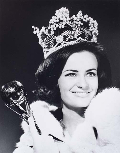 Miss Australia 1967, Margaret Rohan holding the sceptre, wearing the crown, robe and white gloves - click to view larger image