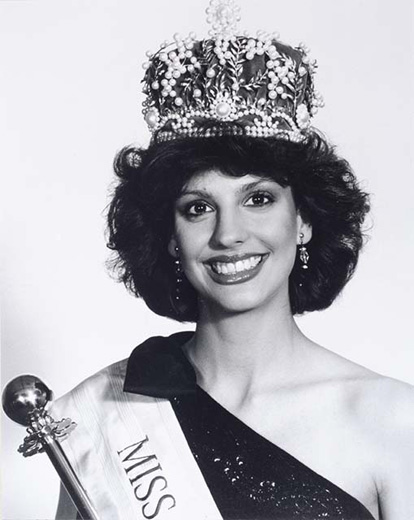 Miss Australia 1985, Maria Ridley holding a sceptre, and wearing the crown and Miss Australia sash - click to view larger image