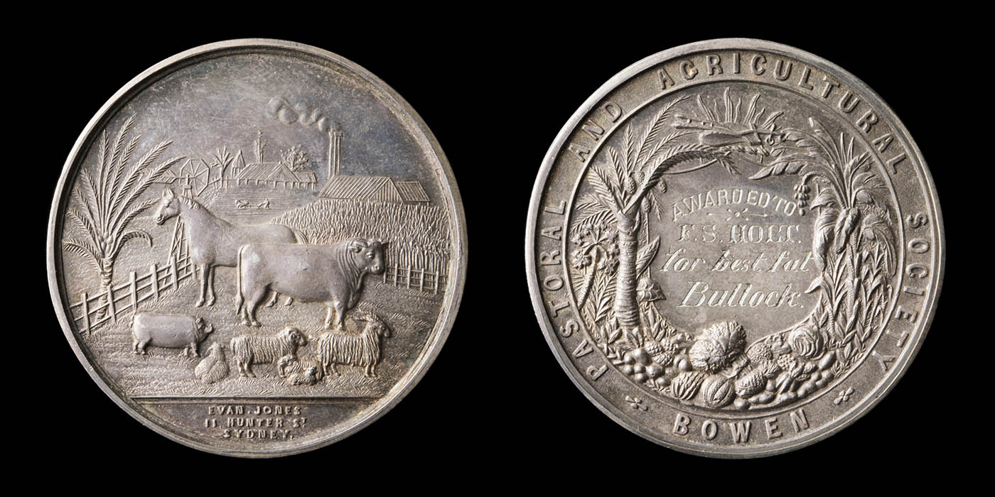 Front and back of a silver medallion - click to view larger image
