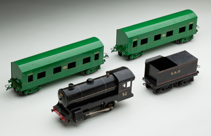 South Australian Railways '52 series' clockwork locomotive with tender and two passenger cars, made from steel by Ron Titchener and associates