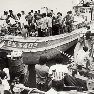 1976: First arrival of Vietnamese refugees by boat