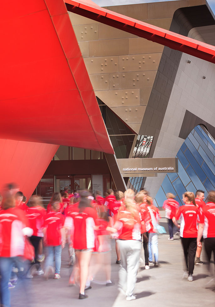 School students entering the front entrance to the National Museum of Australia.