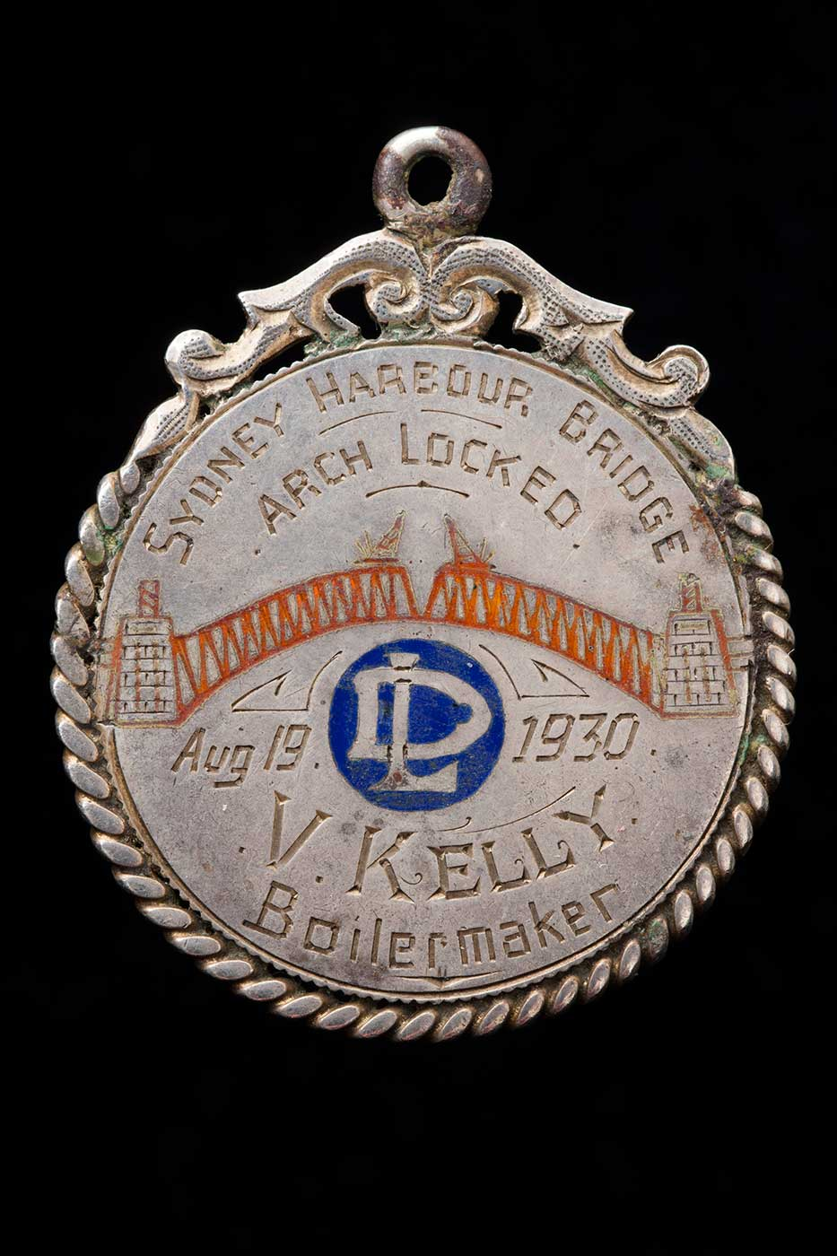 Circular medal awarded to V Kelly inscribed 'Sydney Harbour Bridge, arch locked, Aug 19, 1930.' - click to view larger image