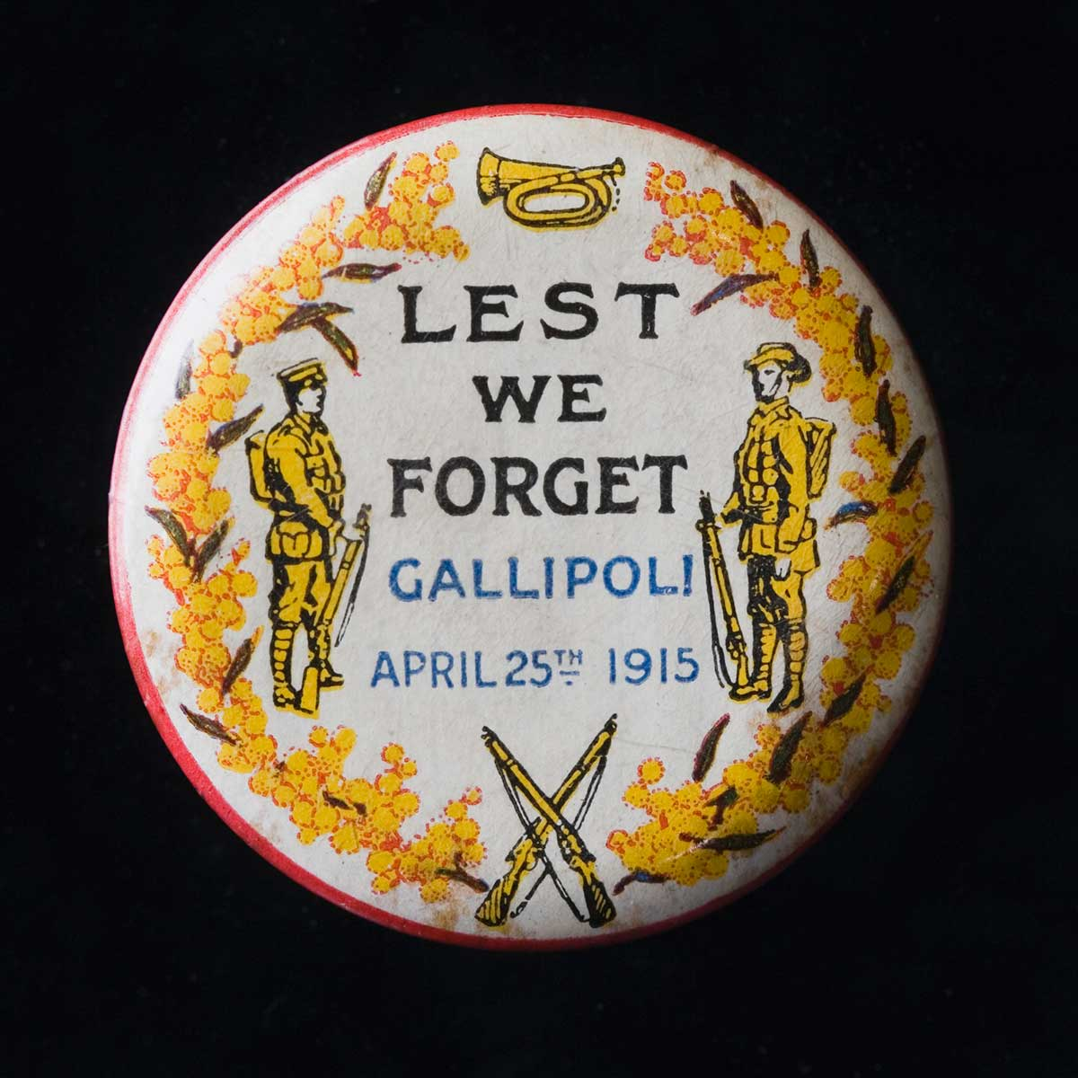 Badge with the words 'est We forget Gallipoli badge, 25 April, 1915'. - click to view larger image