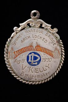 Circular medal awarded to V Kelly inscribed 'Sydney Harbour Bridge, arch locked, Aug 19, 1930.'