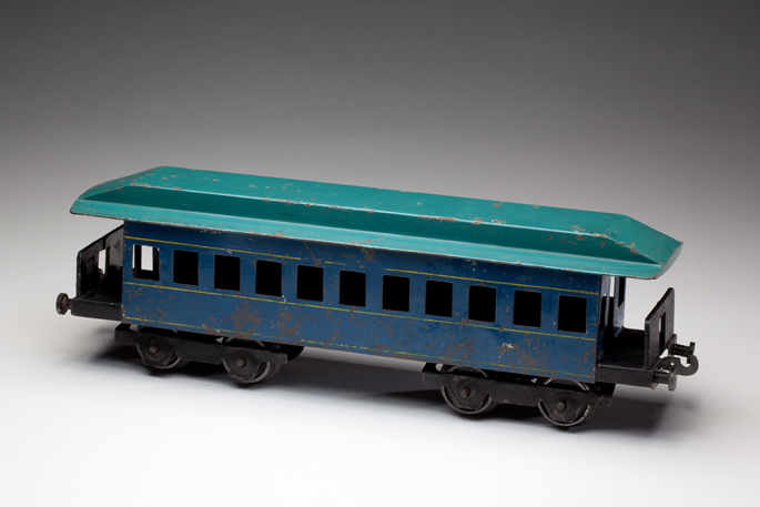New South Wales Railways suburban passenger coach, made from tinplate by Gordon McCredie and associates