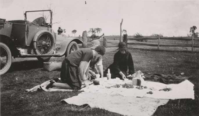 Osborne family picnicking alongside the Delaunay-Belleville