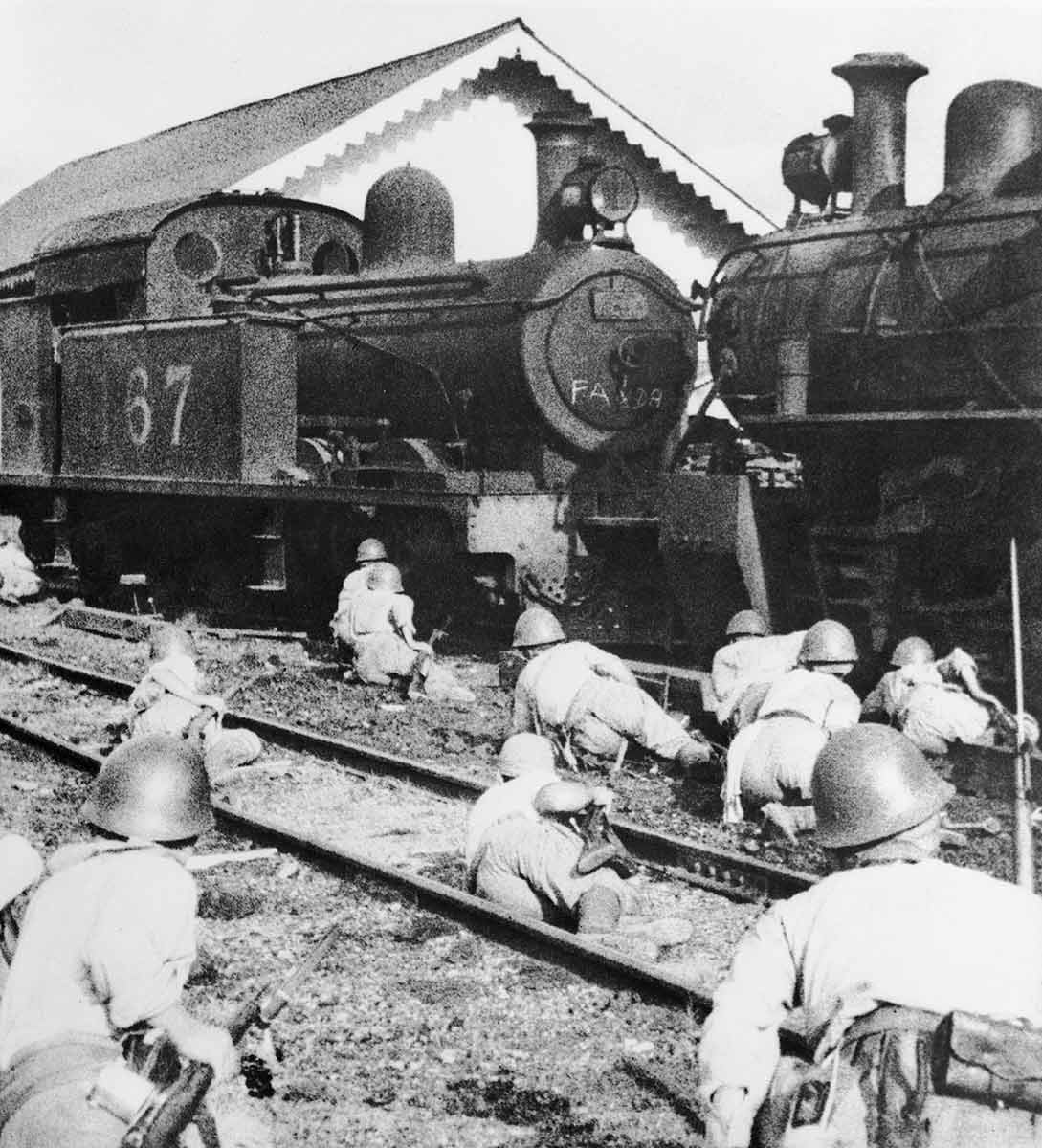 Soldiers crawling towards a steam engine. - click to view larger image
