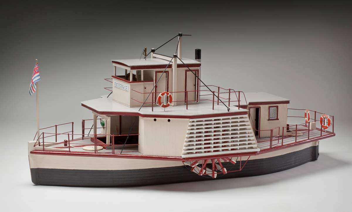 Paddle steamer model