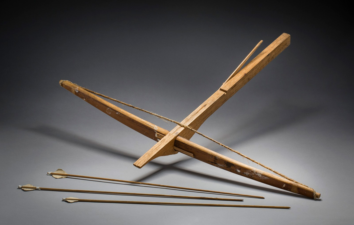 Timber cross box with three arrows. - click to view larger image