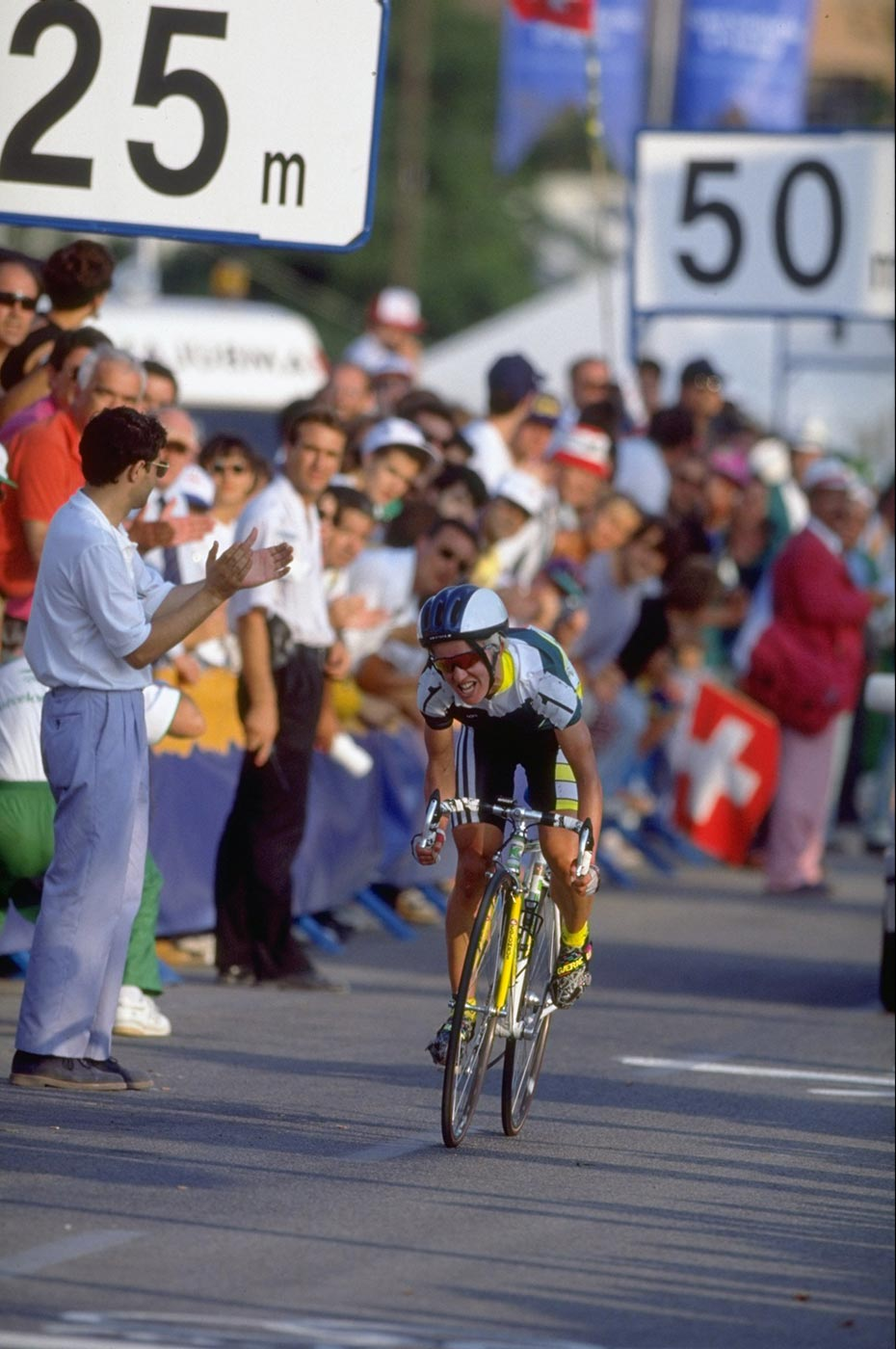 Kathy Watt competing in the Individual Road Race event at the Barcelona Olympic Games, Spain, 1992. - click to view larger image