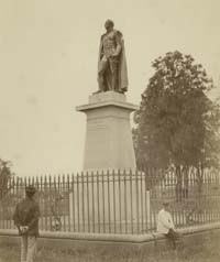 Photograph of a statue of Governor Bourke.