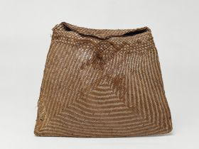 Basket, made of pandanus leaves with a cordage of plaited coconut fibre.