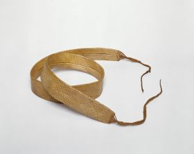 Matted belt made of flax, ending at each end in a plaited band.