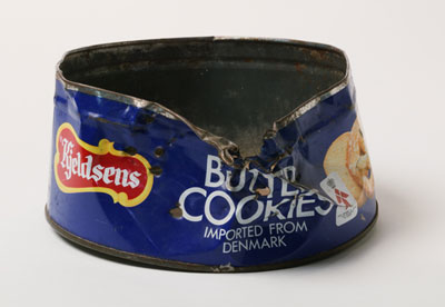 Round 'Butter Cookies' biscuit tin with damage to rim and side.