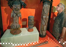 Ian Robinson looking at Tiwi sculptures