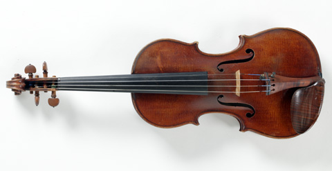 Front view of a violin.